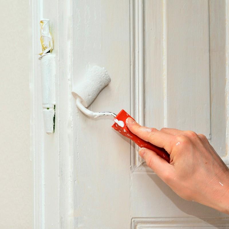Cómo pintar una puerta de madera en blanco sin tener que lijar