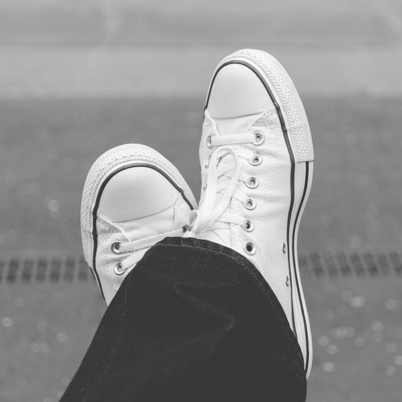 Cómo limpiar unas zapatillas blancas para que luzcan como nuevas