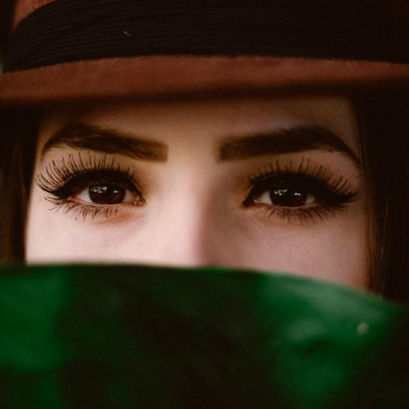 Qué errores debes evitar al maquillarte las cejas