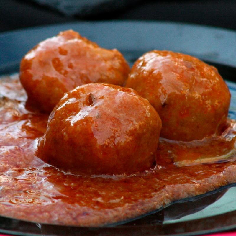Cómo hacer albóndigas en salsa de tomate. Recetas caseras fáciles