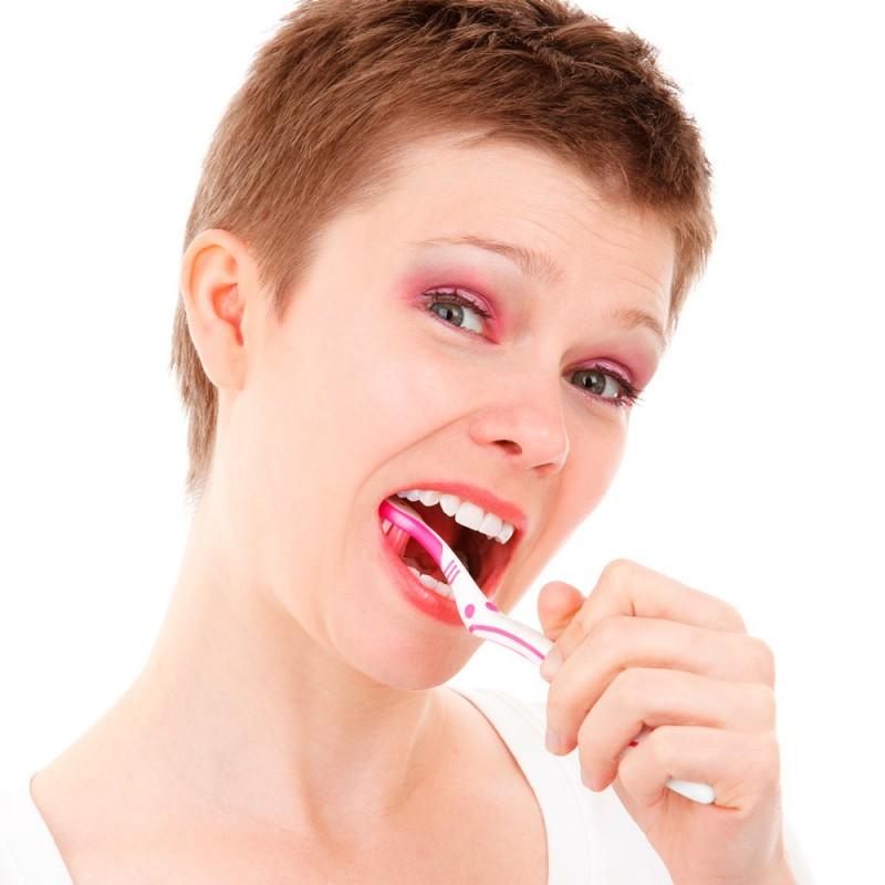 Cómo cuidar tus dientes a medida que envejeces