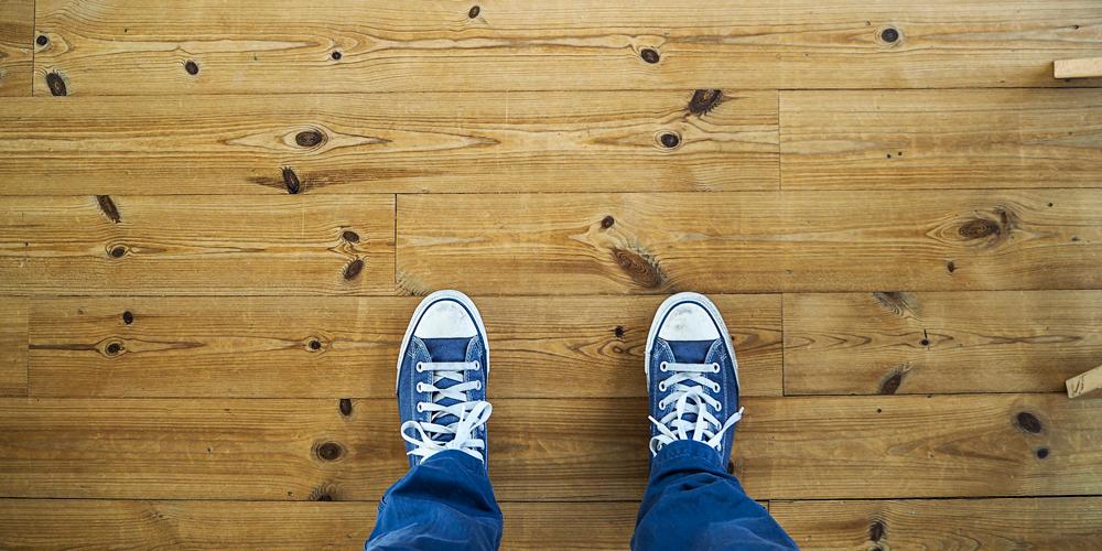limpiar un suelo de tarima