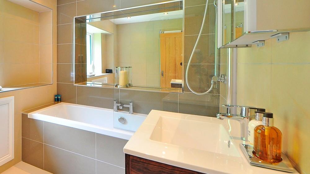 C mo limpiar los azulejos del ba o y la cocina para que - Como limpiar bano ...