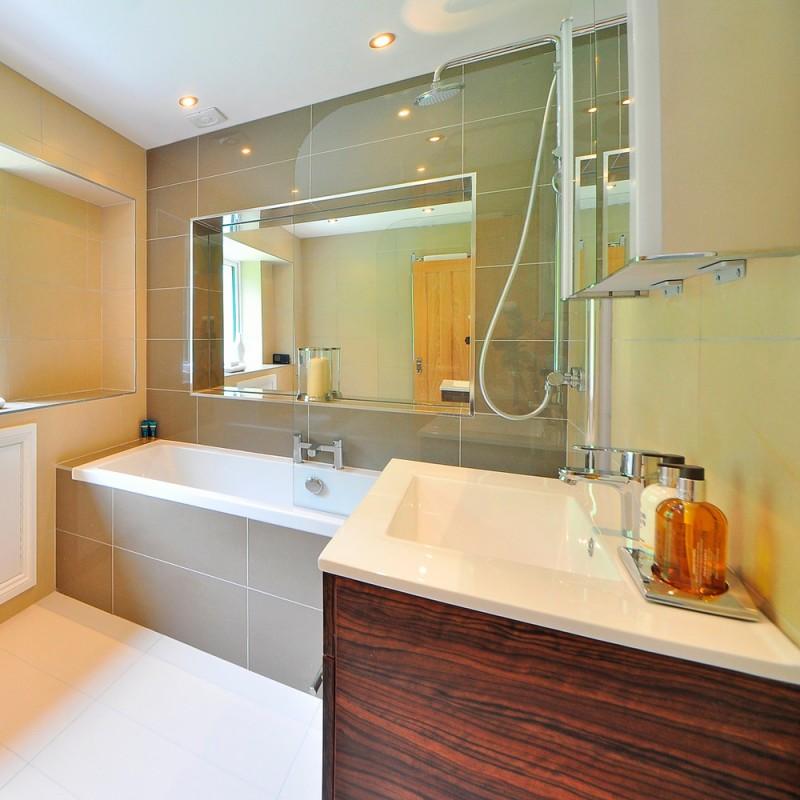 Cómo limpiar los azulejos del baño y la cocina para que reluzcan como nuevos