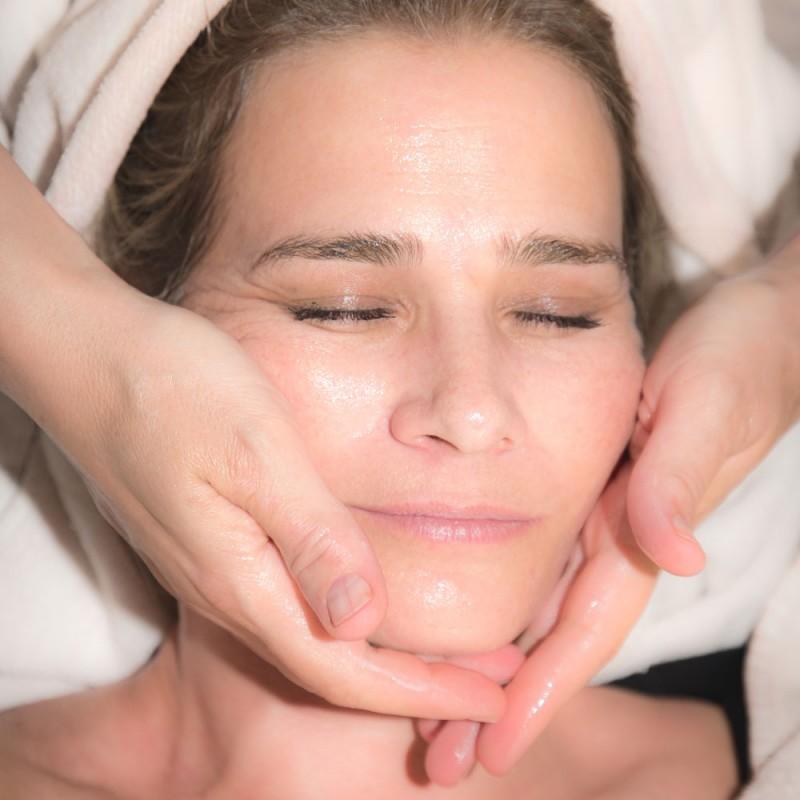 Cómo hacer gimnasia facial.  6 ejercicios para rejuvenecer el rostro