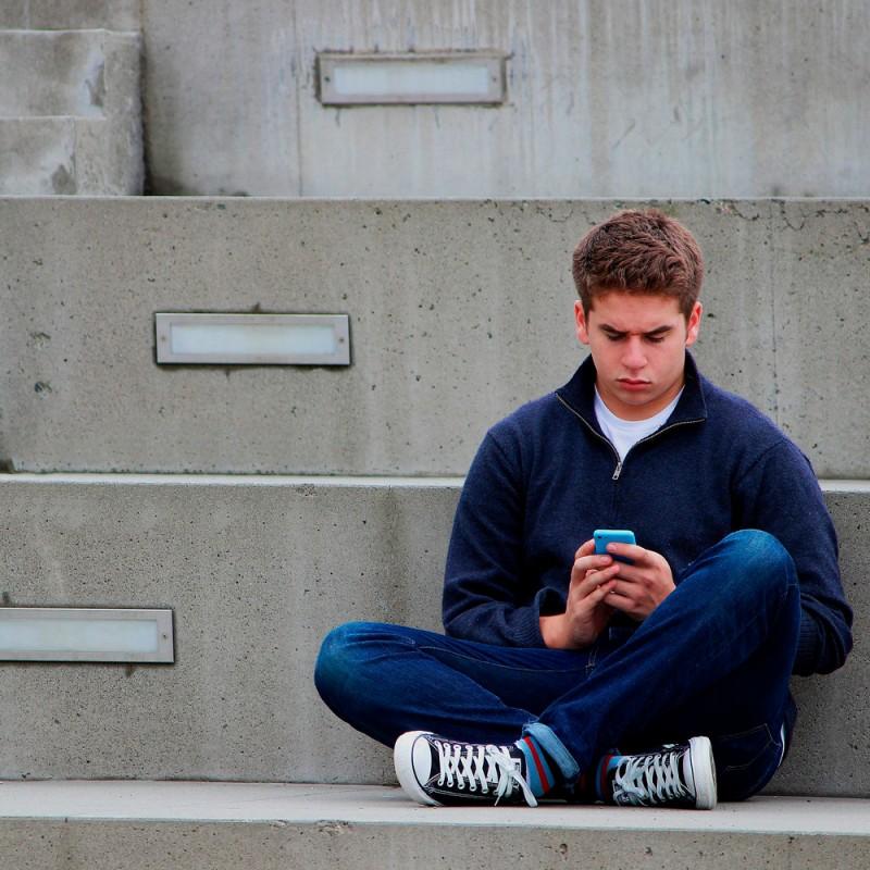 Adicción al móvil en la adolescencia: ¿cuáles son sus síntomas y cómo superarlo?