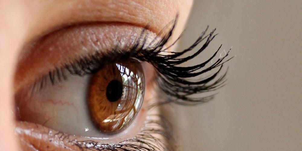 por qué tiembla el párpado del ojo