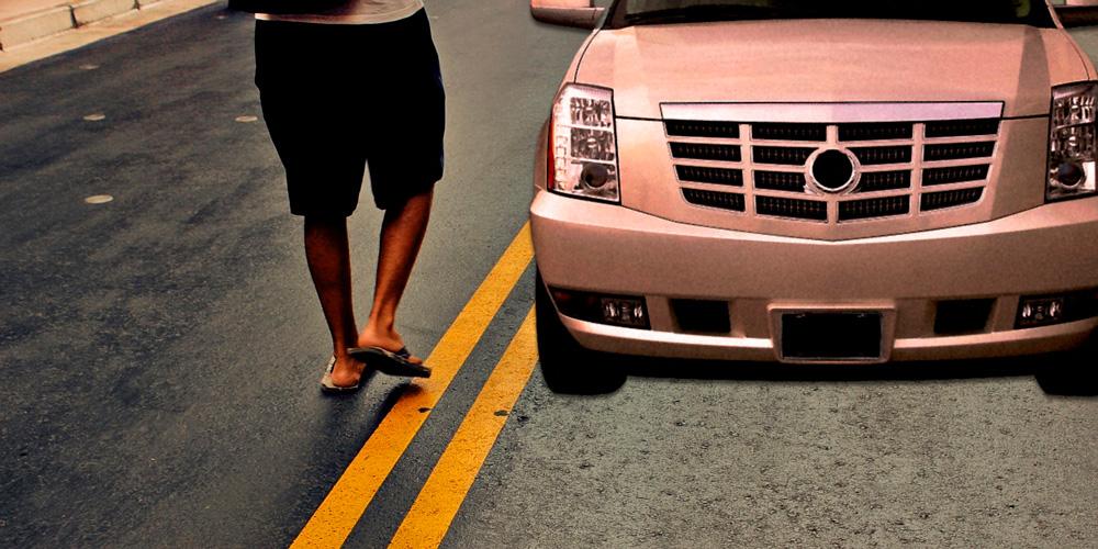 conducir descalzo o con chanclas