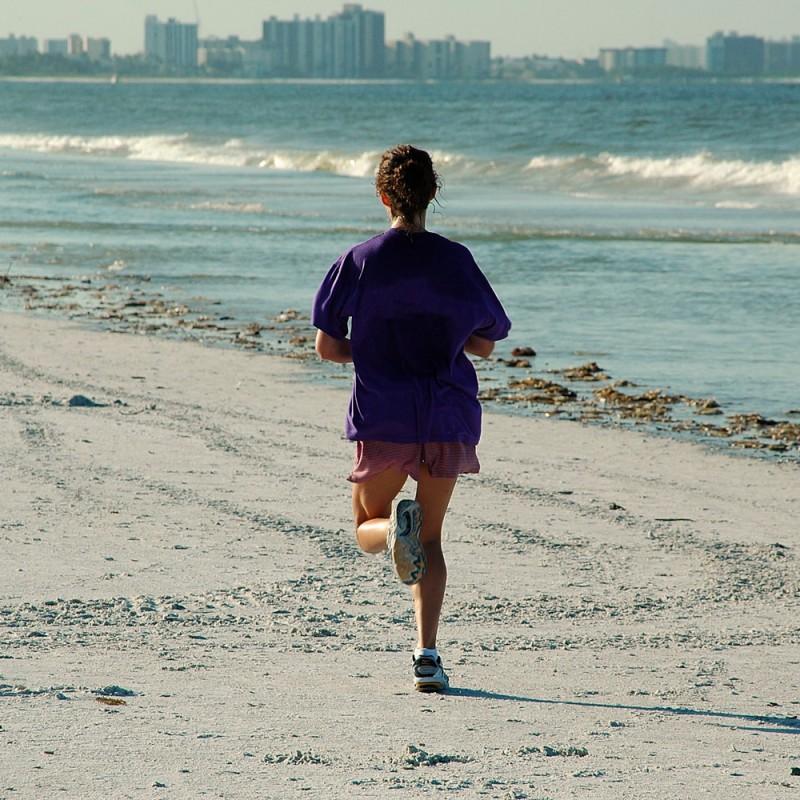 Correr por la playa, ¿que ventajas e inconvenientes tiene?