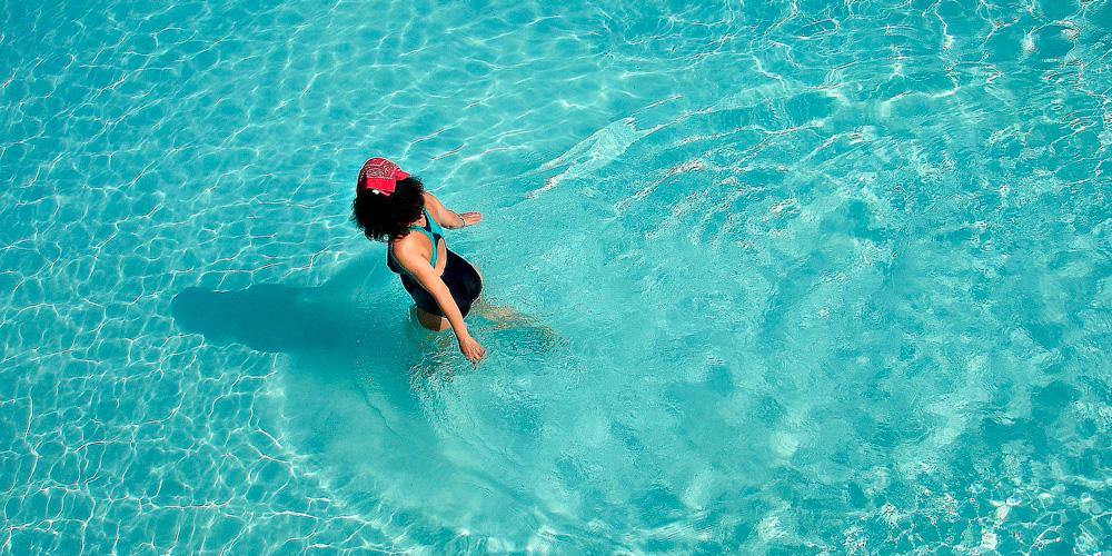 Caminar dentro del agua, beneficios