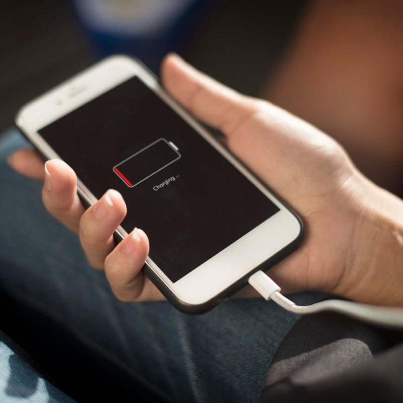 En qué lugares no deberías cargar el móvil, la tablet o el portátil