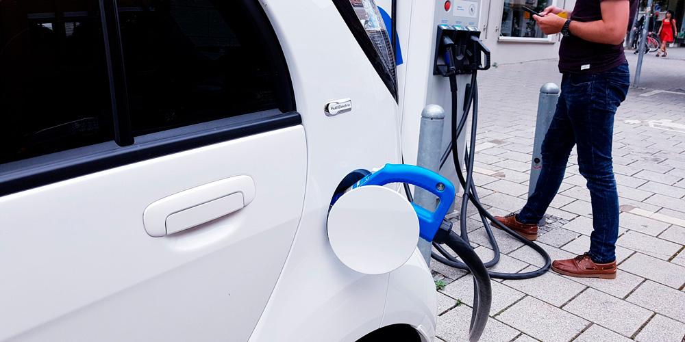 cargar un coche eléctrico si no tienes garaje