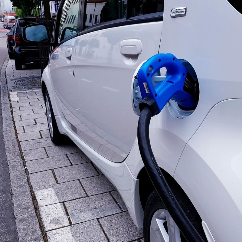 Dónde puedo cargar mi coche eléctrico si no tengo garaje