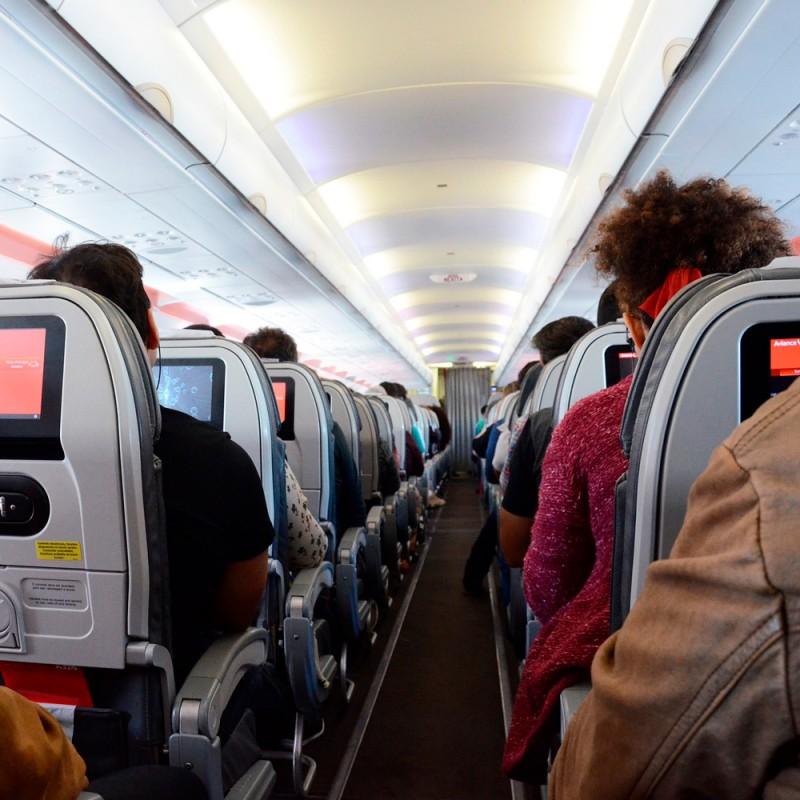 Dolor de oídos en el avión: por qué ocurre y qué hacer