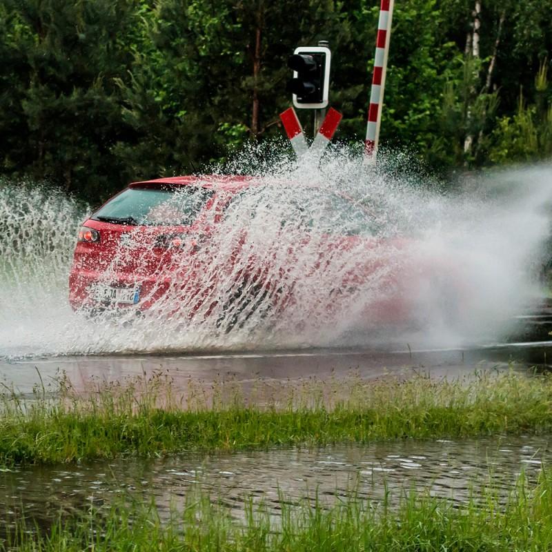 Aquaplaning con el coche: qué es y cómo tomar el control del vehículo