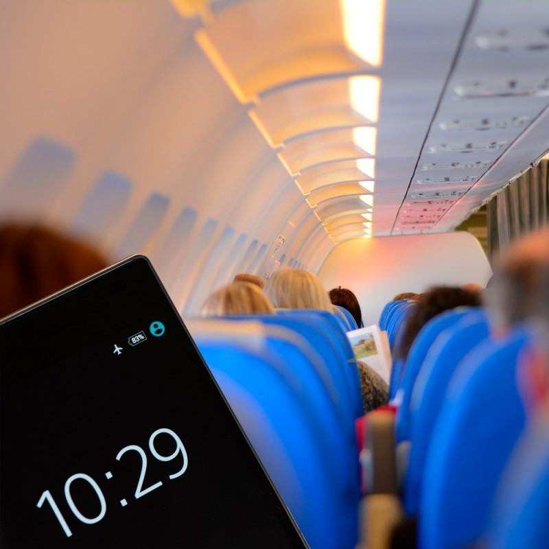 Qué pasa si no activas el modo avión del móvil en el vuelo