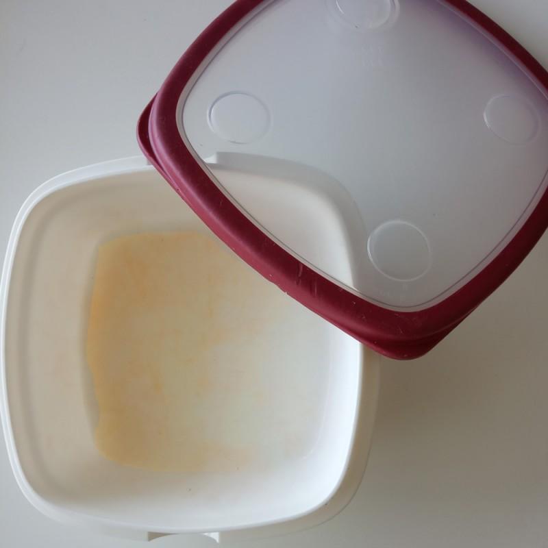 Cómo limpiar las manchas de los tupper de plástico de forma fácil