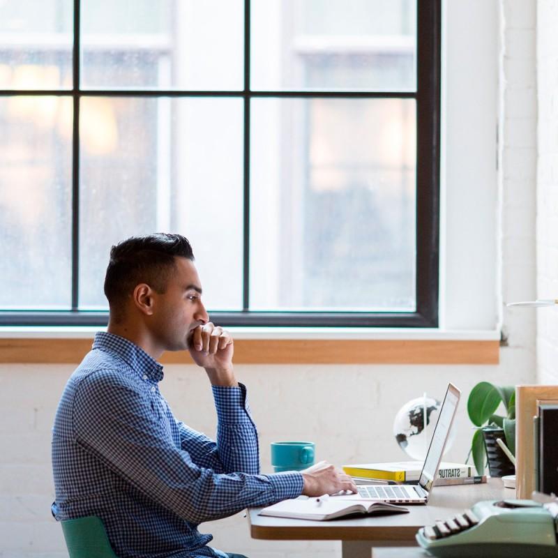 Cuáles son los riesgos de trabajar sentado toda la jornada, día tras día