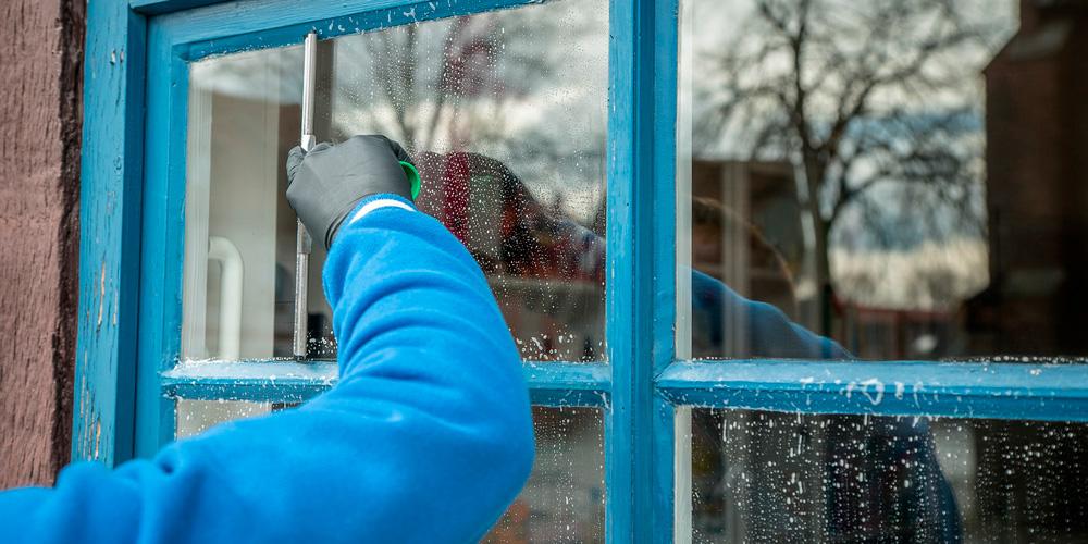 cómo limpiar cristales y espejos