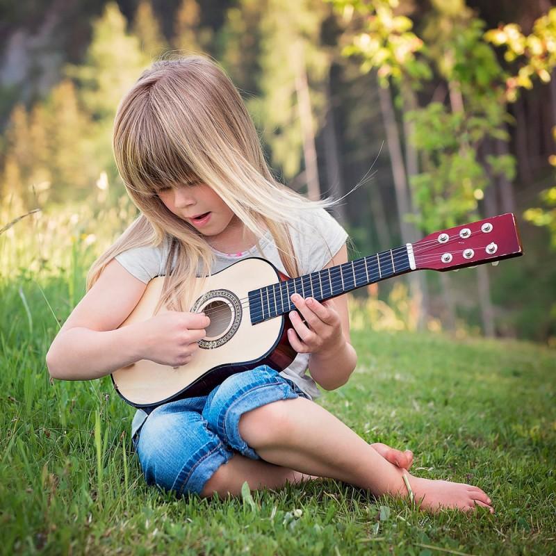 Cuáles son los beneficios de las clases de guitarra para niños