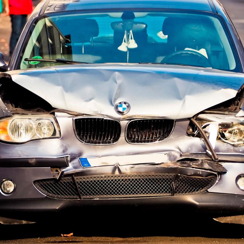 Ante un accidente de coche: cómo actuar y qué no hacer