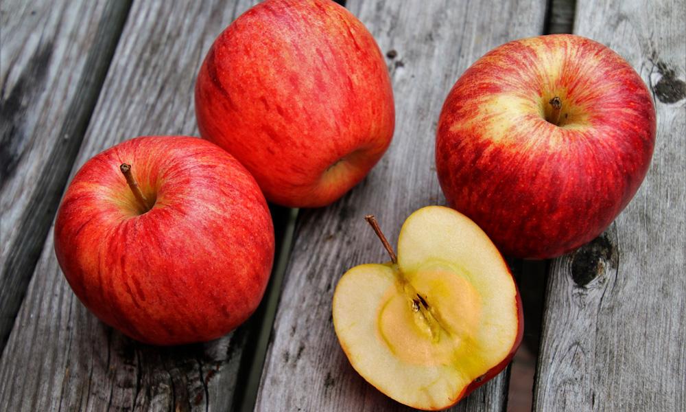 por qué la fruta cambia de color al pelarla