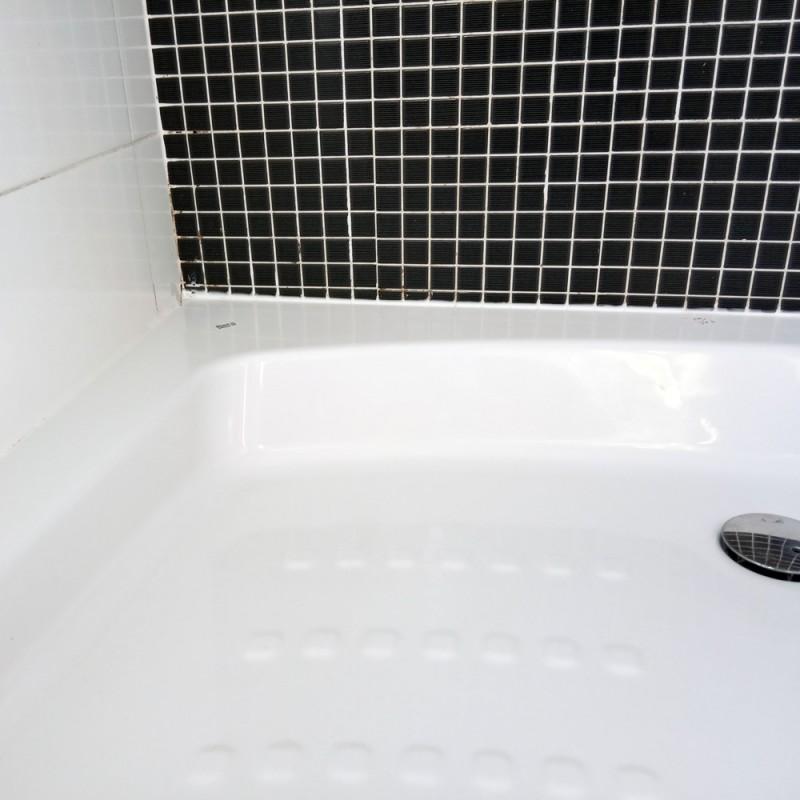 Cómo quitar la silicona negra de la bañera
