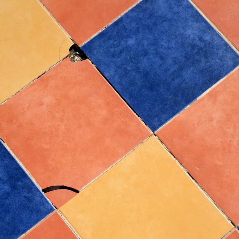 Cómo reponer un azulejo roto: trucos de bricolaje