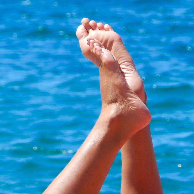 Qué hacer para acabar con las grietas en los pies. 7 soluciones para los talones agrietados