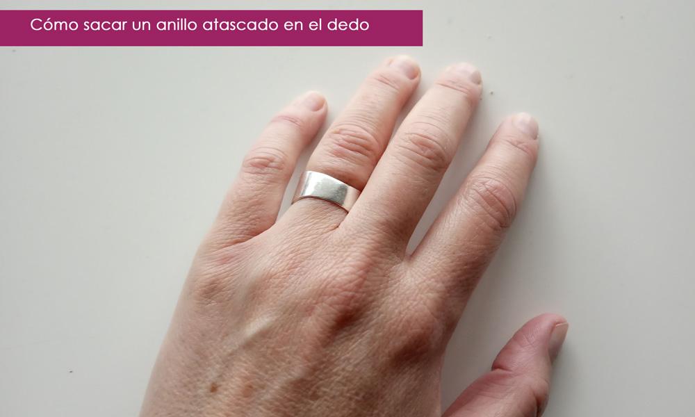 sacar un anillo de un dedo hinchado