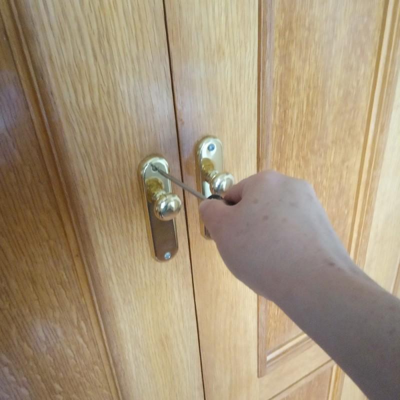 Cómo sacar un tornillo muy apretado o un tornillo roto