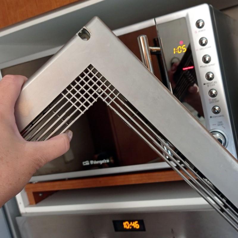 Cómo limpiar un microondas empotrado en un mueble de la cocina
