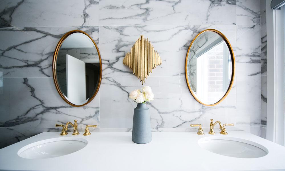 limpiar los espejos del baño