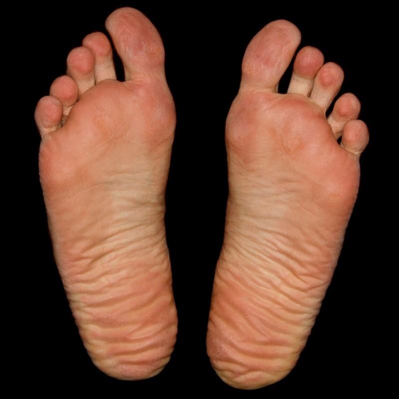 Cómo hidratar los pies secos y con durezas