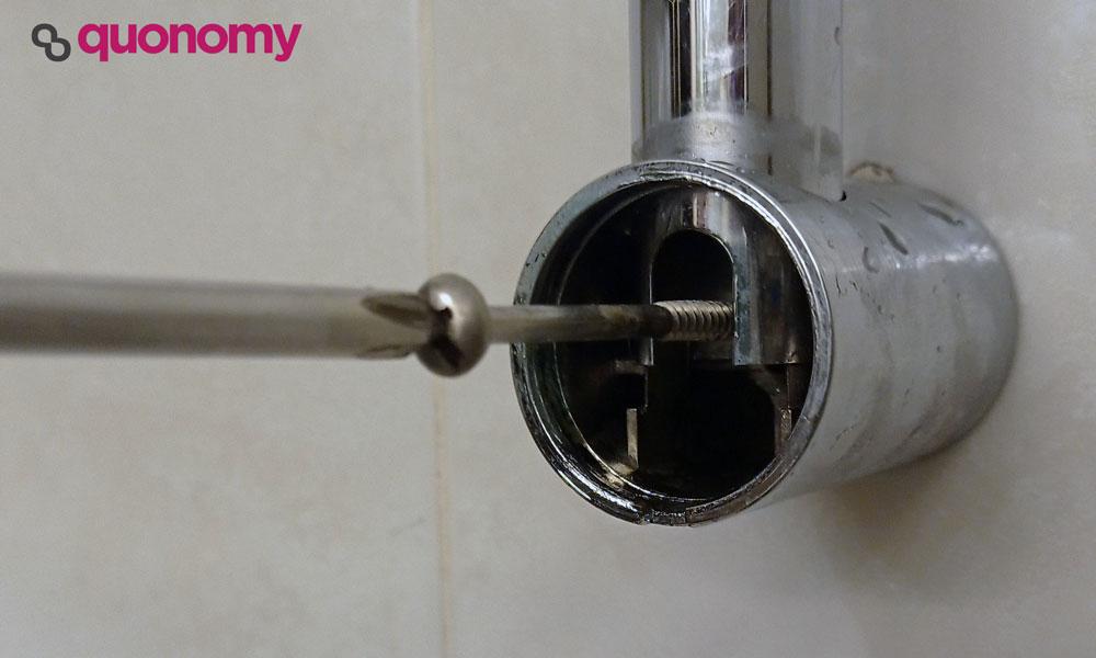 cambiar el soporte de la ducha