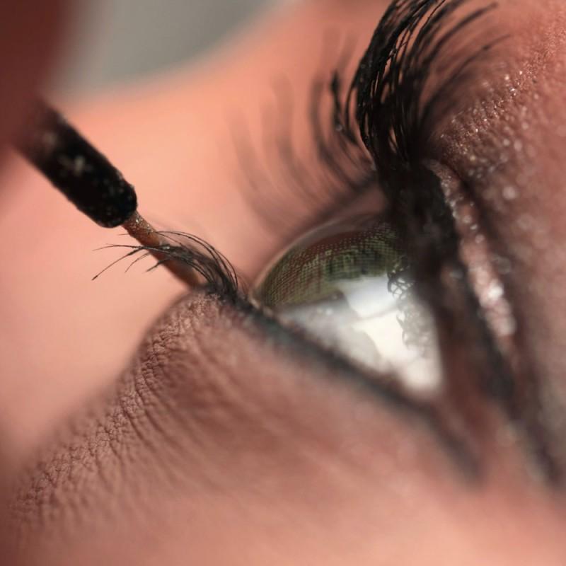 ¿Es el rímel y el delineador malo para los ojos?