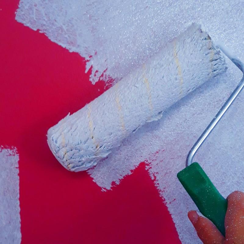 Cómo pintar una pared de un color oscuro con otro más claro