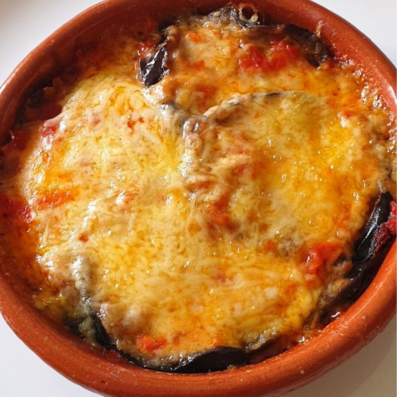Cómo hacer berenjenas gratinadas con queso. Receta casera fácil