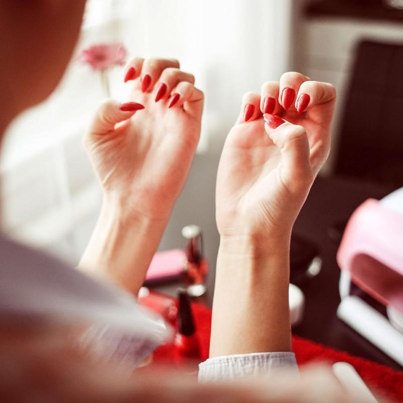 Cómo quitar las uñas de porcelana en casa y sin dolor