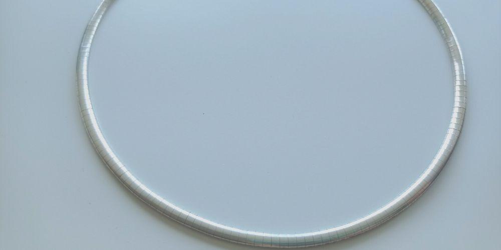 collar de plata limpio