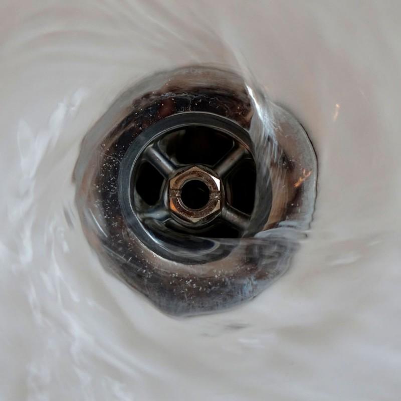 Cómo desatascar un desagüe de forma casera y sencilla