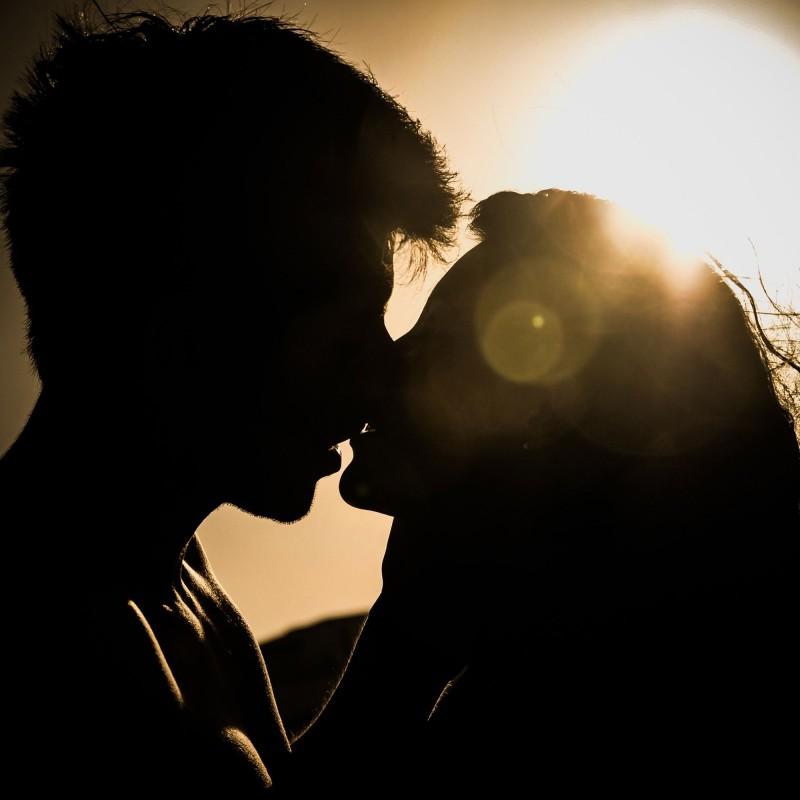 Qué es el beso de Singapur o Pompoir. Técnica sexual para llevar al hombre al orgasmo