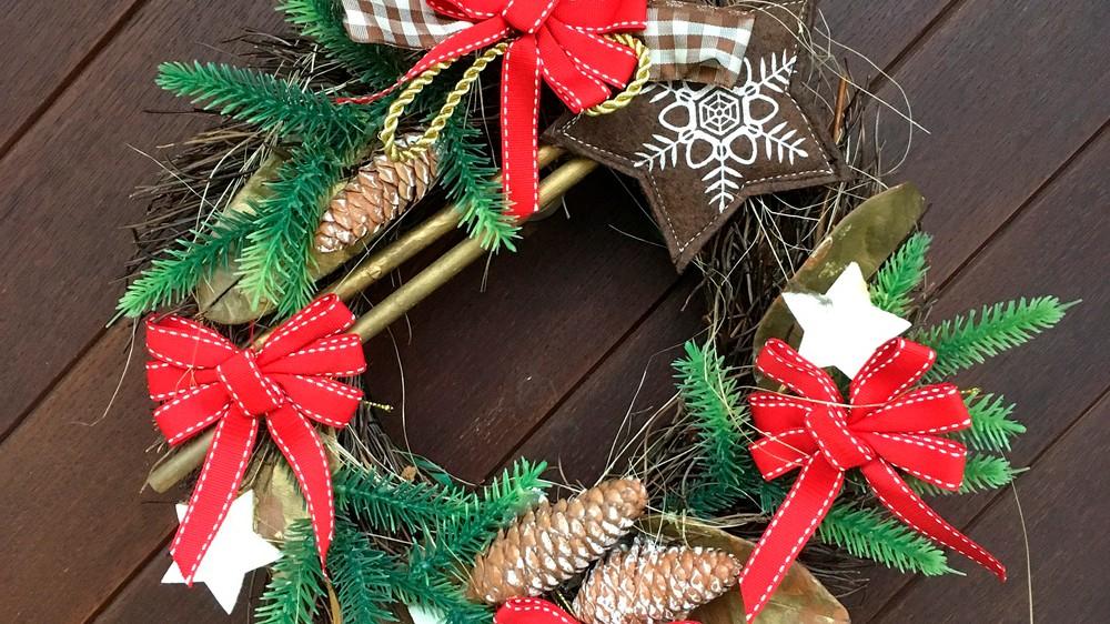 Ideas originales de puertas decoradas de navidad adornos for Puertas decoradas navidad material reciclable