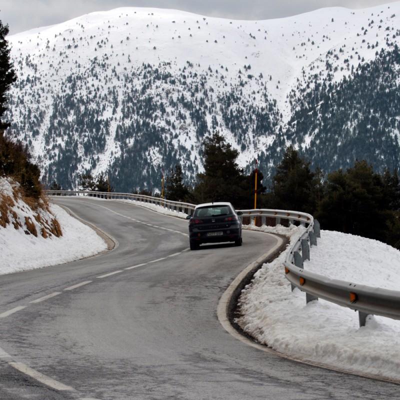 Guía práctica para conducir con nieve de forma segura