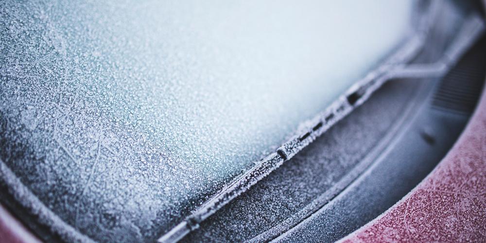 quitar el hielo del parabrisas