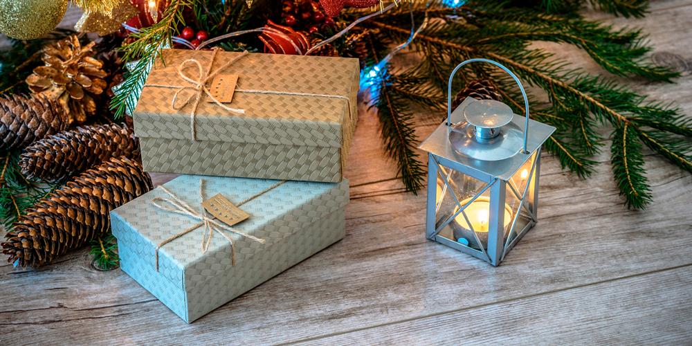 cómo envolver regalos navideños