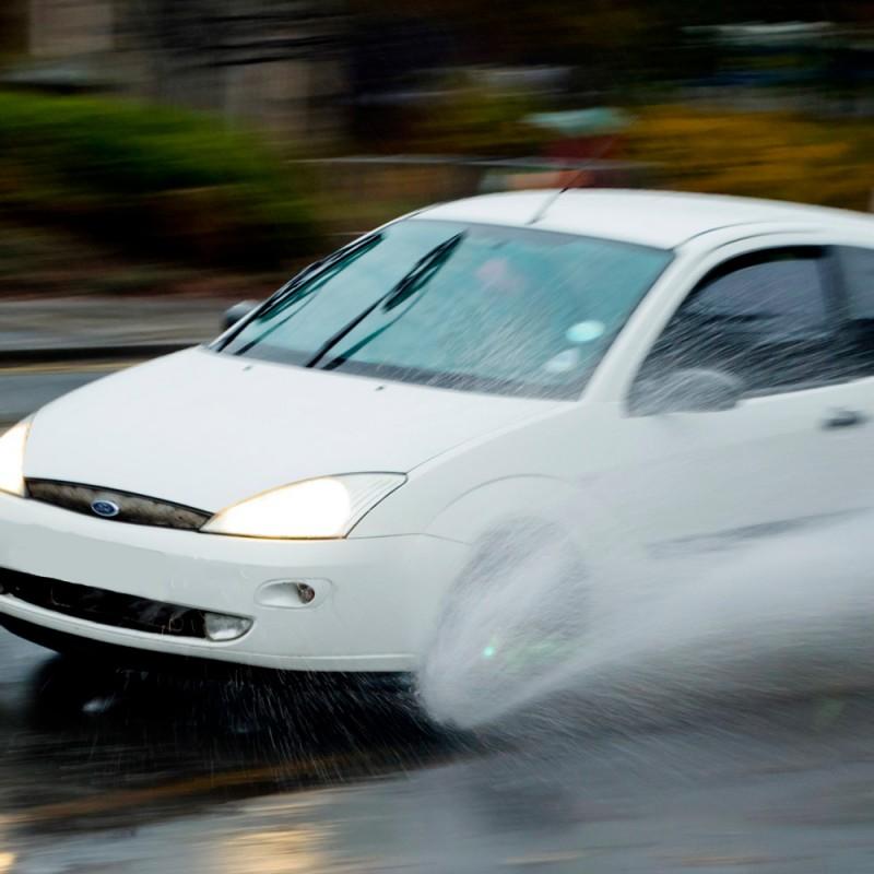 Cómo conducir con lluvia intensa