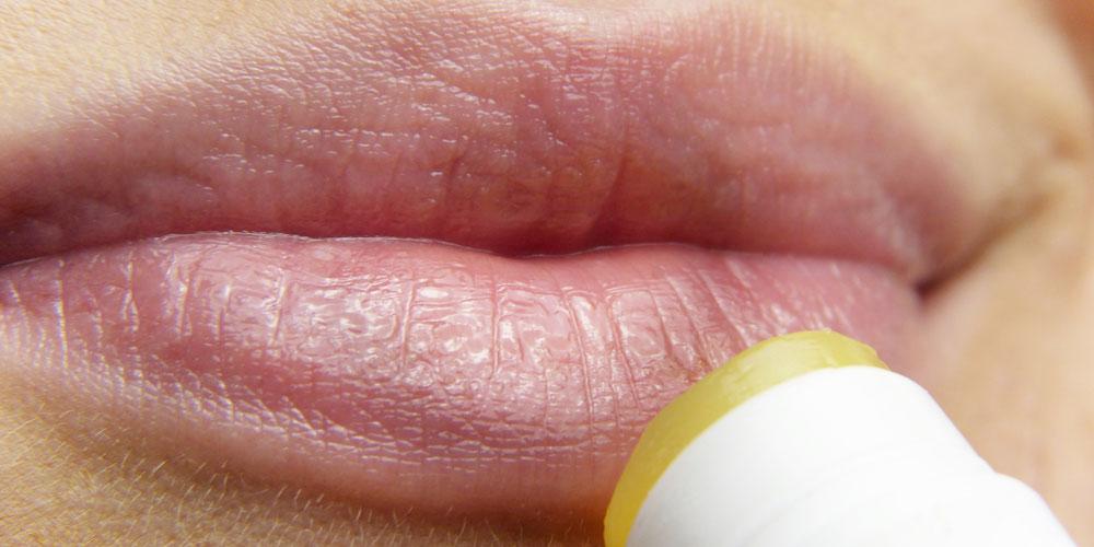 Bultos blancos en los labios